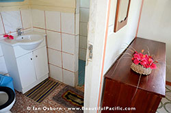 Bathroom and interior of the Superior Cottage